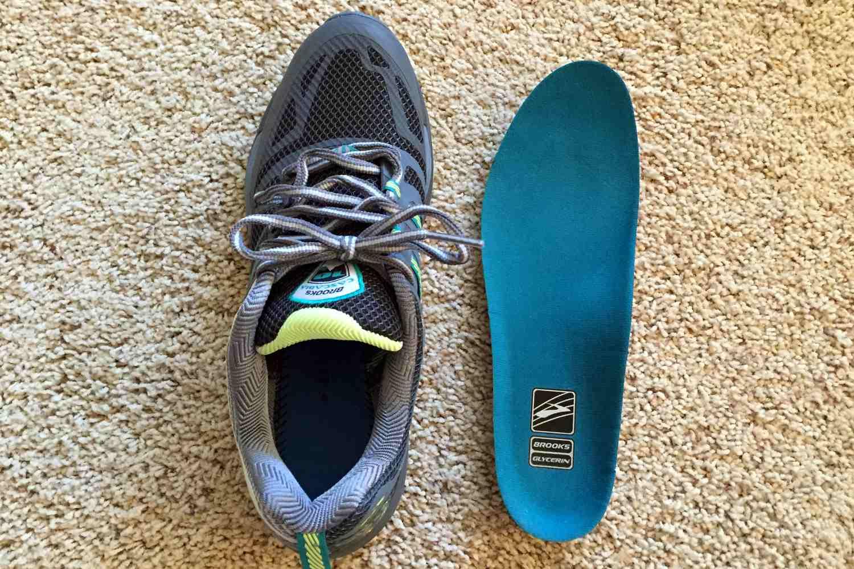 Zapato Brooks con plantilla quitada