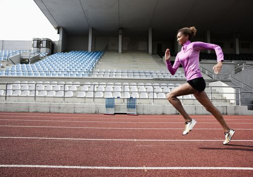 Joven atleta corriendo