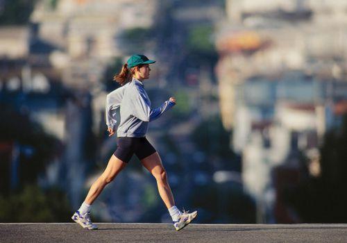 Movimiento del brazo para caminar más rápido