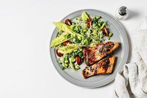 Mediterranean Diet-compliant salmon meal
