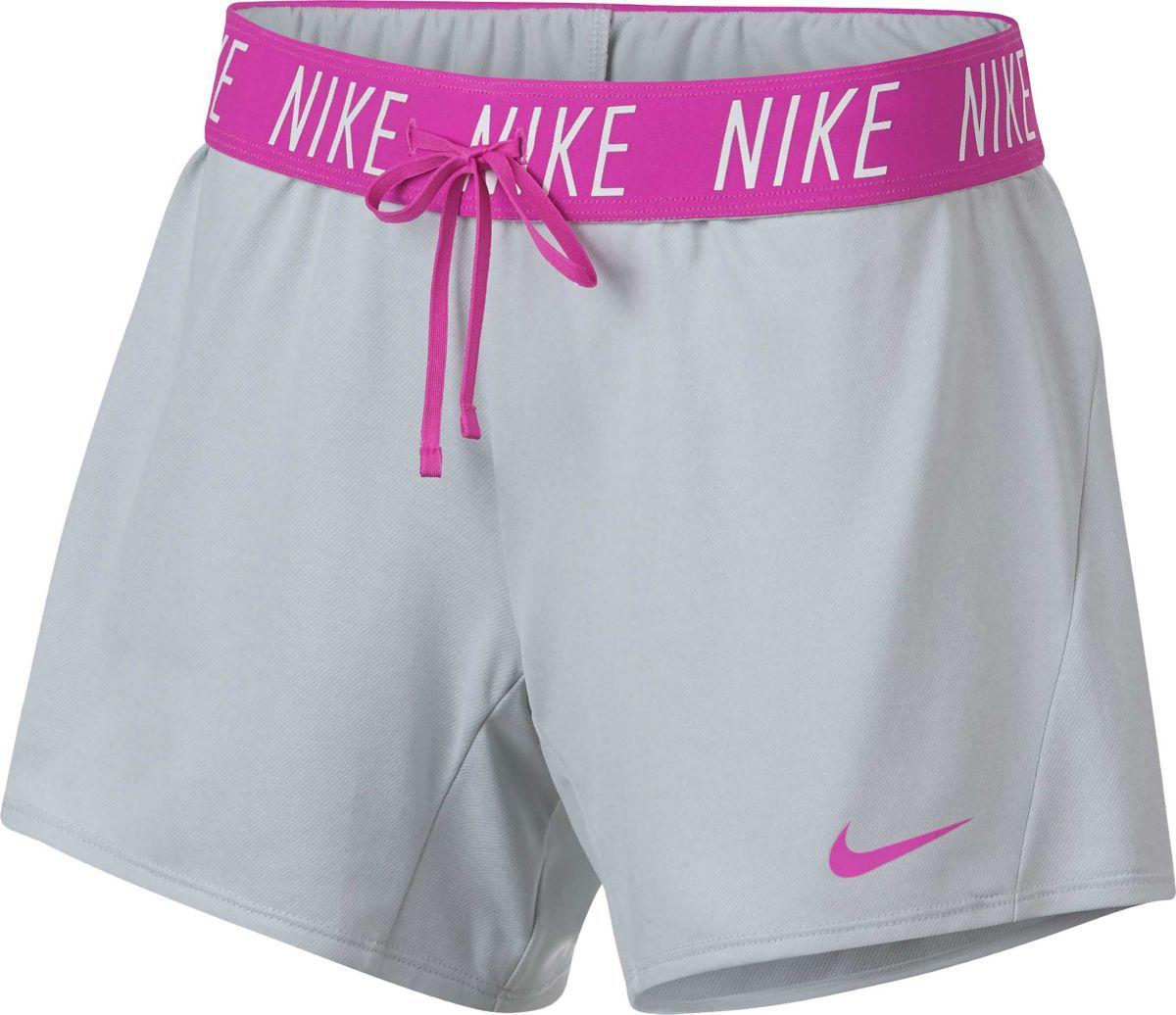 Shorts de entrenamiento de 5 pulgadas para mujer Nike Attack