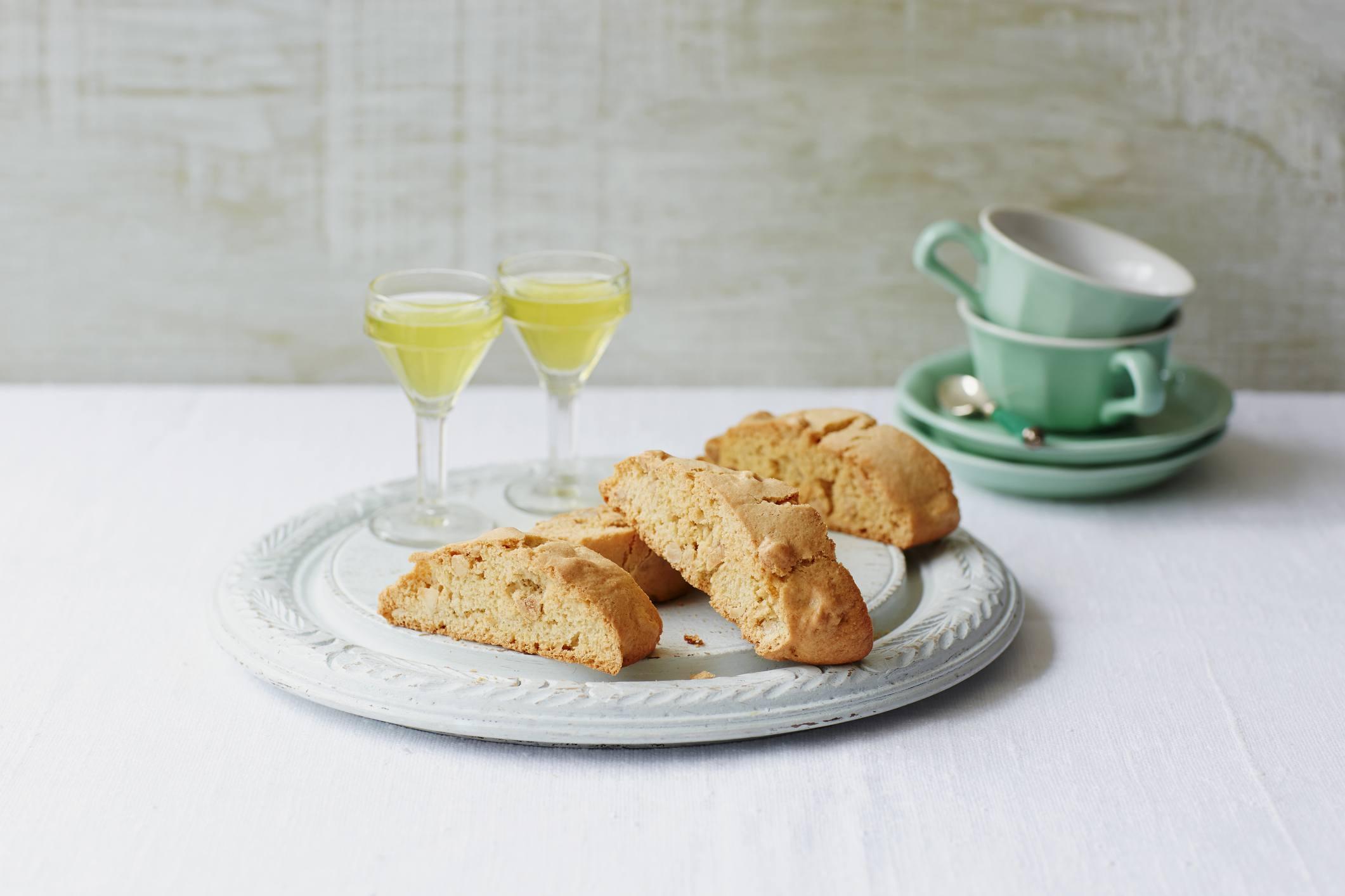 biscotti de almendras y vino
