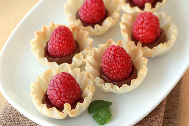 Healthy Dark-Chocolate Recipes with Under 5 Ingredients: Raspberry Kiss Crunchettes