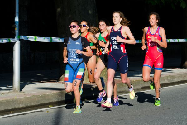 women running a duathlon