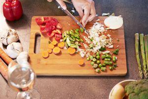 gluten-free vegetarian chopping veggies