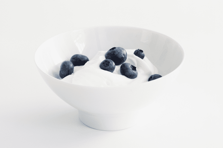 5 Healthy Snacks With 100 Calories or Less: Greek Yogurt