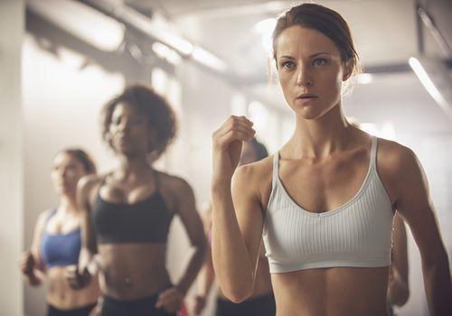 ajuste mujer haciendo ejercicio