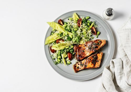 Mediterranean Diet-compliant salmon meal