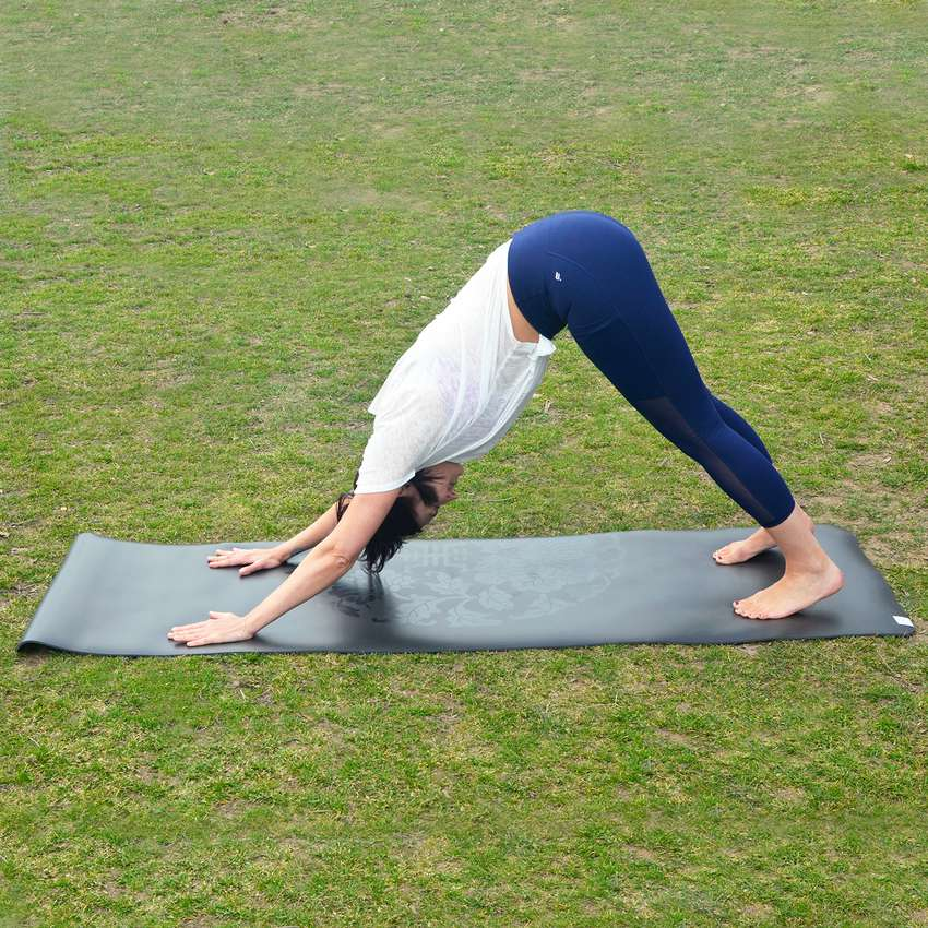 Gaiam Performance Dry-Grip Yoga Mat