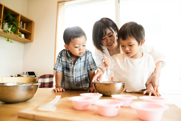 kids and mom cooking
