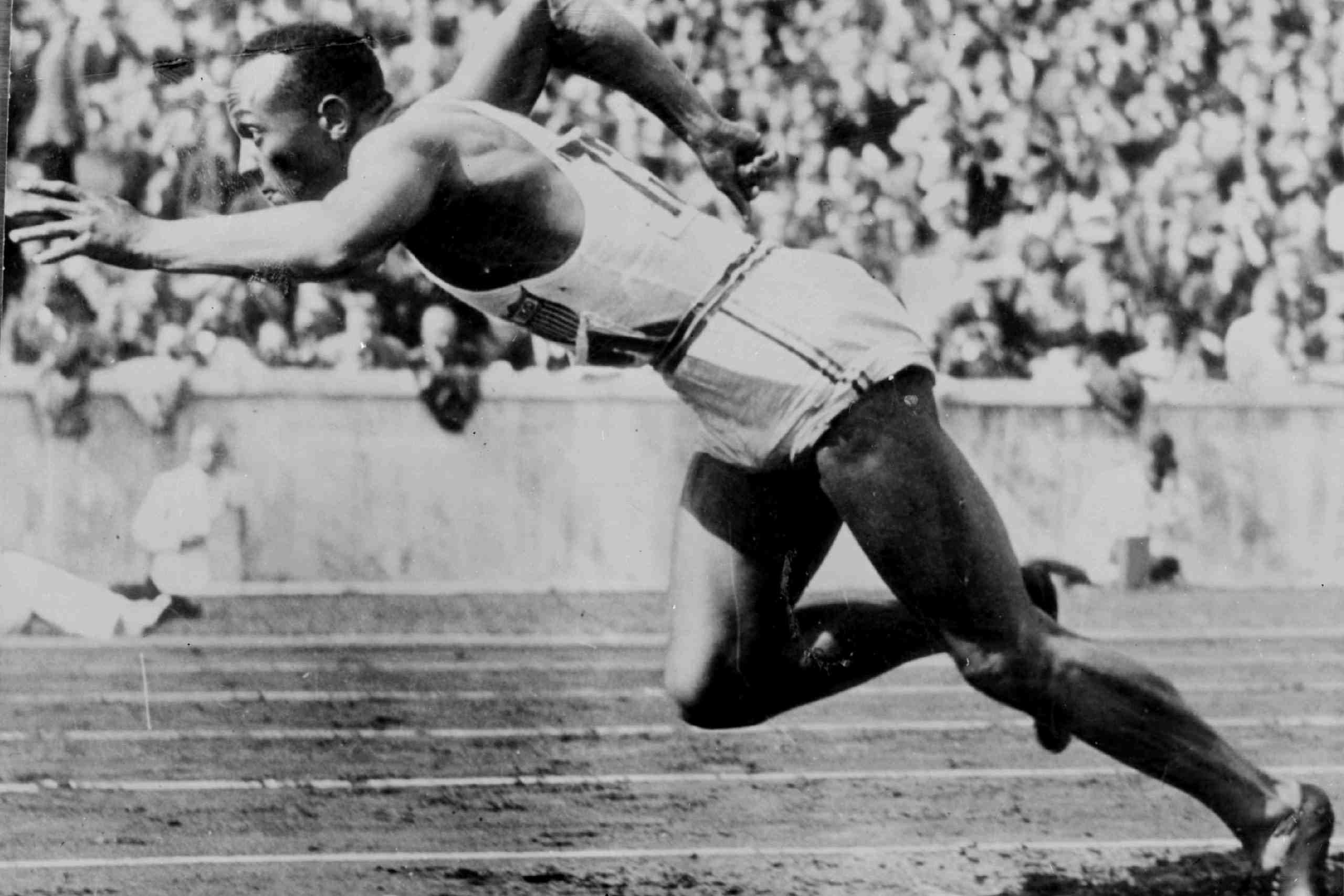 Jesse Owens en los Juegos Olímpicos de Berlín de 1936