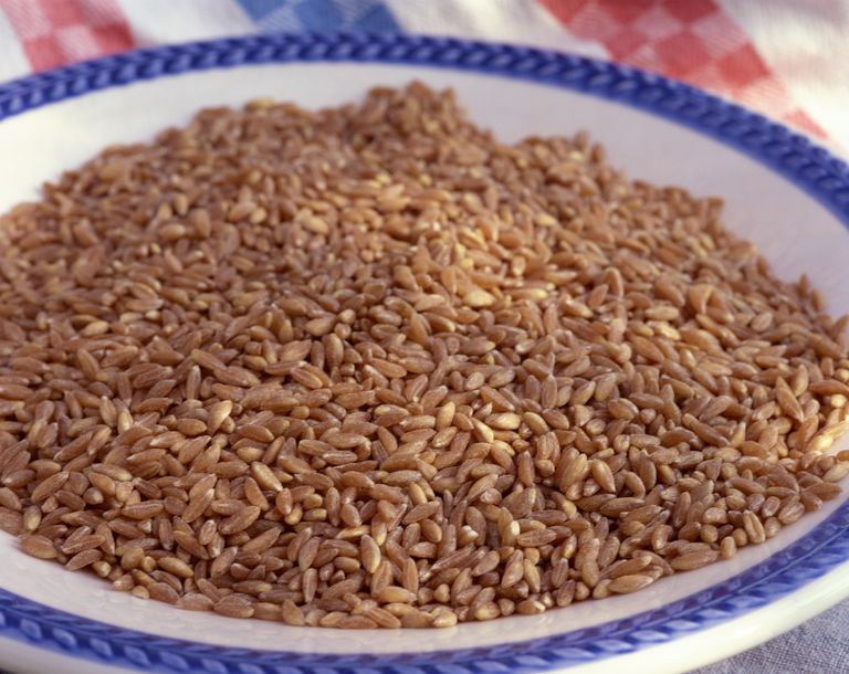 Bowl of uncooked spelt.