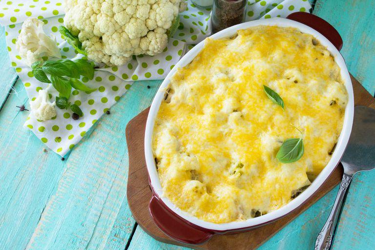 Mashed cauliflower gratin casserole