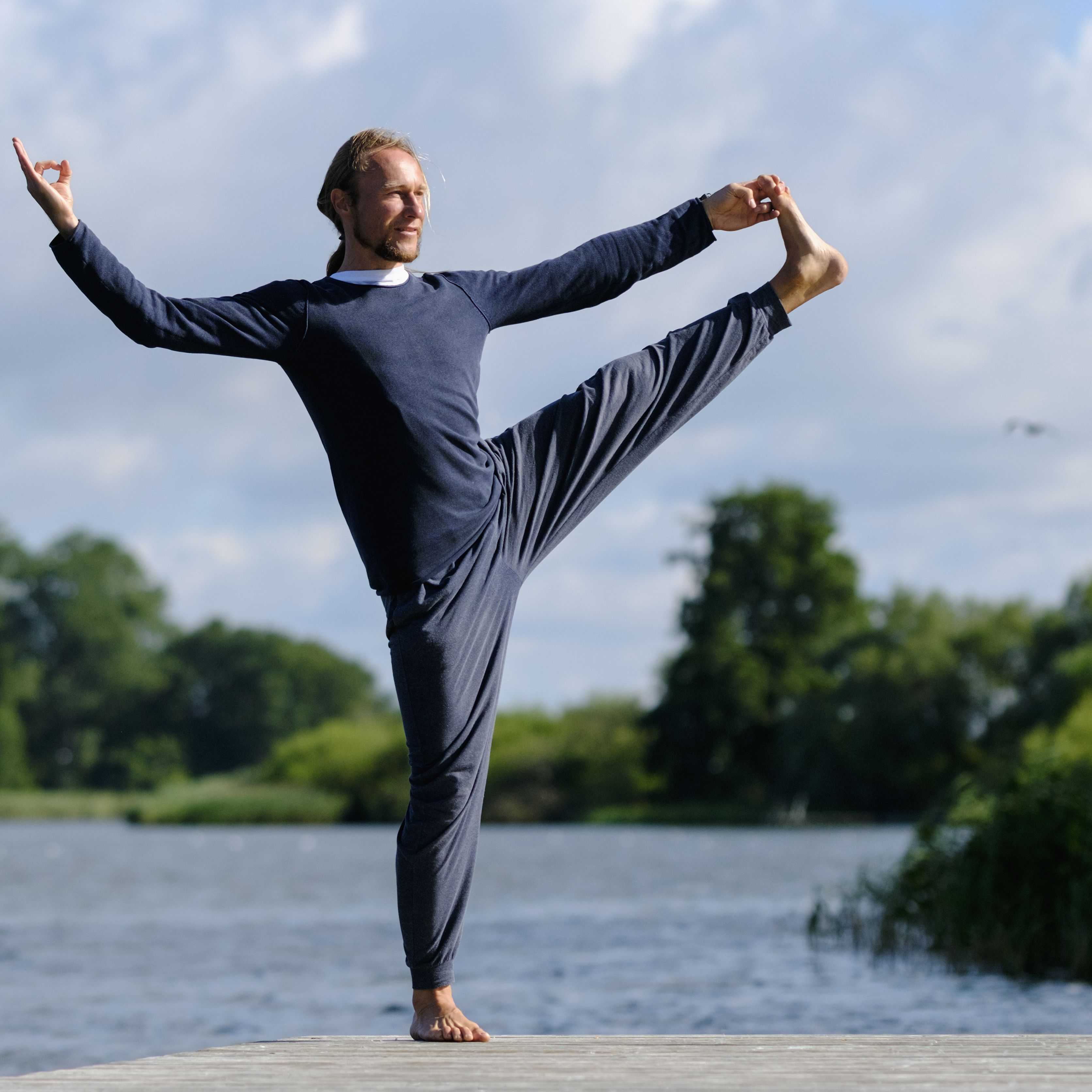 dca304f4a6a The 7 Best Yoga Pants for Men of 2019