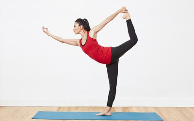 how to do crescent lunge pose anjaneyasana