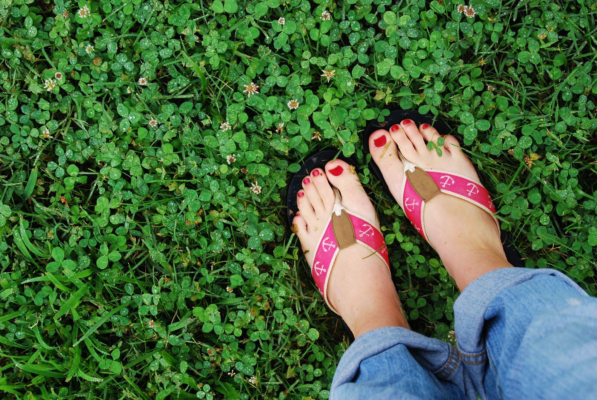 2607092af72b How to Choose Healthier Flip-Flops
