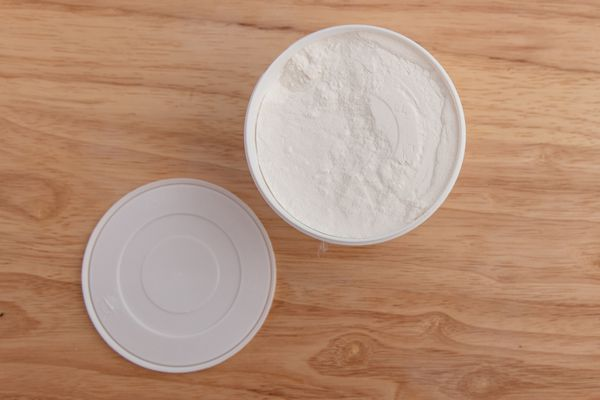 xanthan gum in container