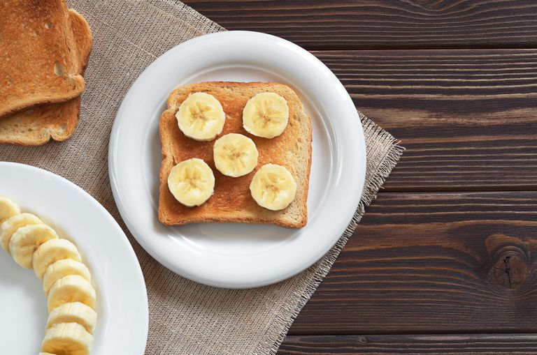 Toasted bread with bananas