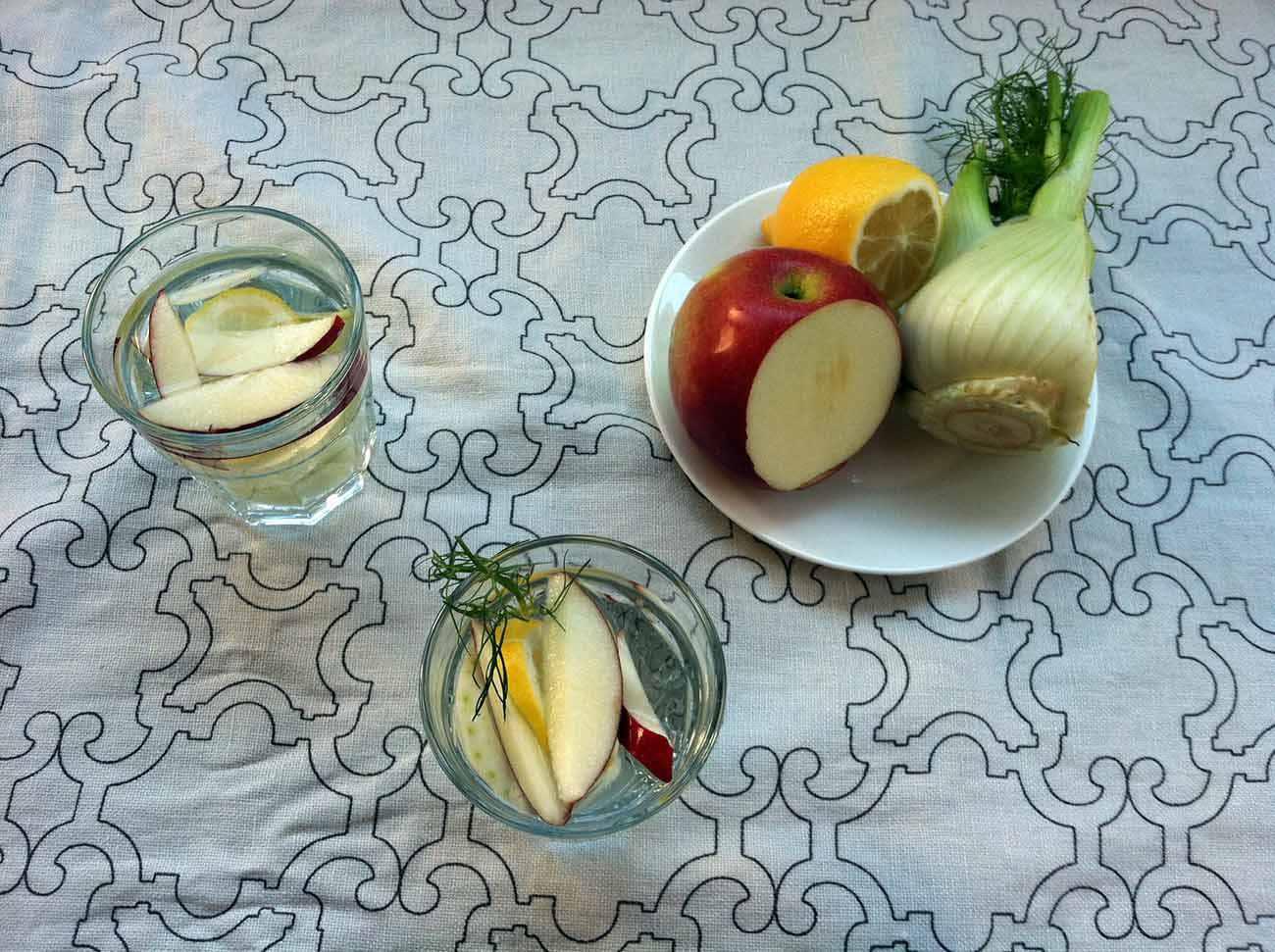 Agua de manzana, limón, hinojo