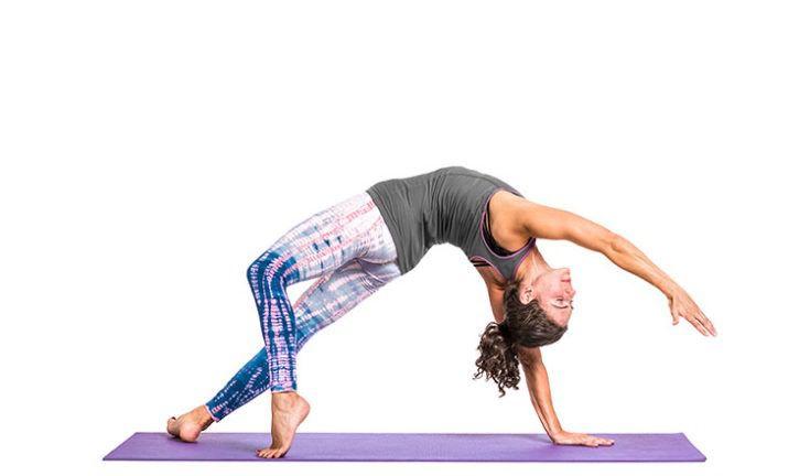 Mujer, hacer, yoga, backbend