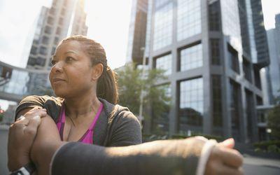 Woman exercising with a broken arm