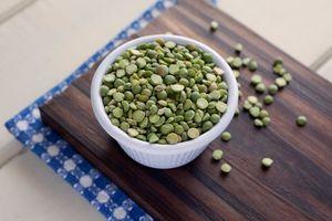 bowl of dried green split peas