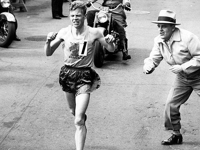 John J. Kelly gana el maratón de Boston de 1957