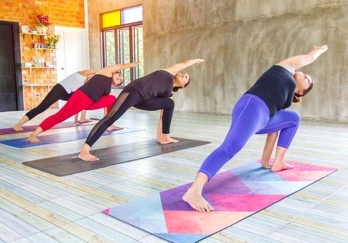 clase de yoga crunch en vivo