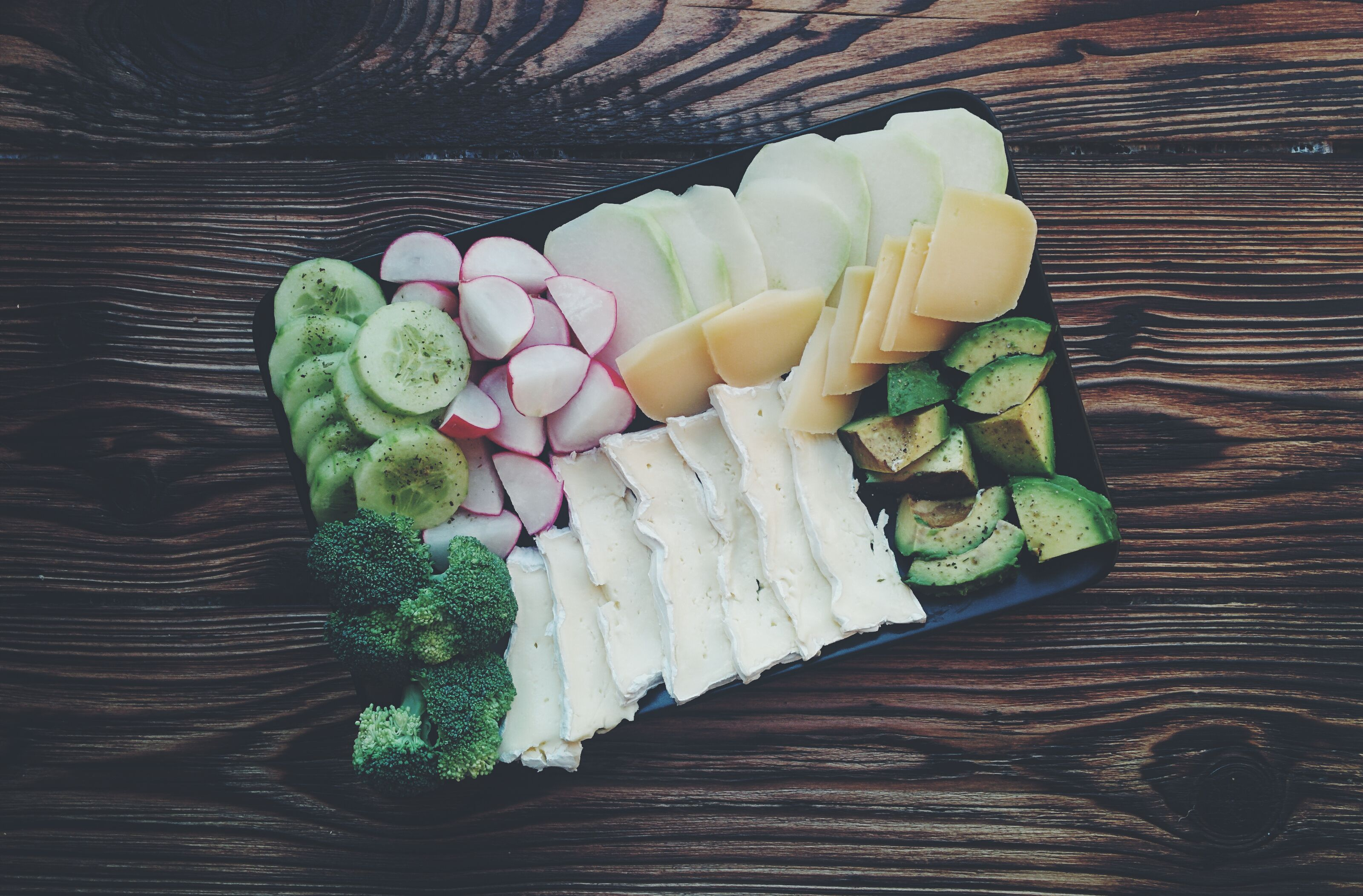 cheese-plate-healthy-fats