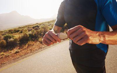 Runner opening energy gel packet