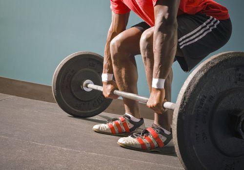 Hombre, levantamiento de pesas