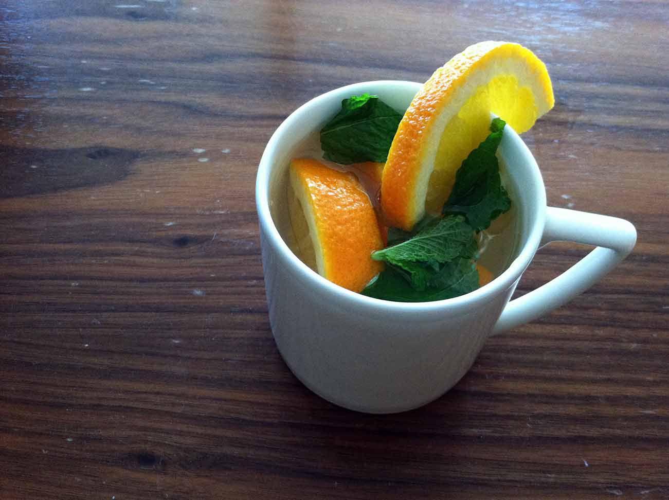 Agua de naranja y menta