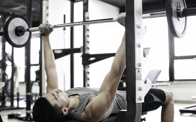 How to Do Pyramid Weight Training Workouts
