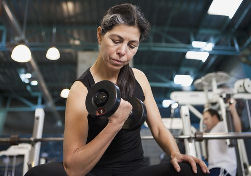 Woman doing curls with a dumbbell