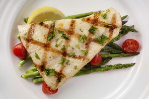 Grilled haddock with asparagus and tomato