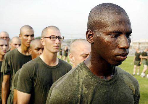 Los hombres se convierten en marines en Parris Island