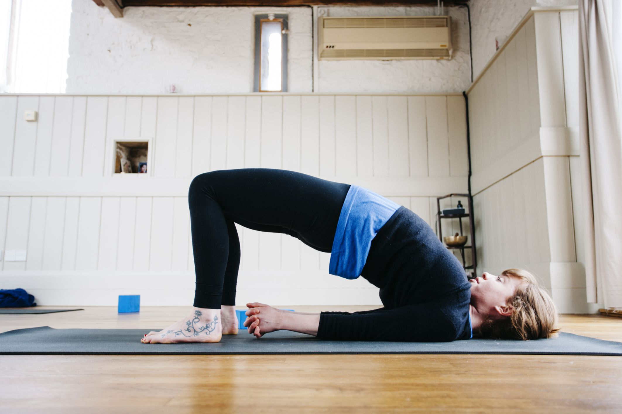 hip lift exercise  build strong abs