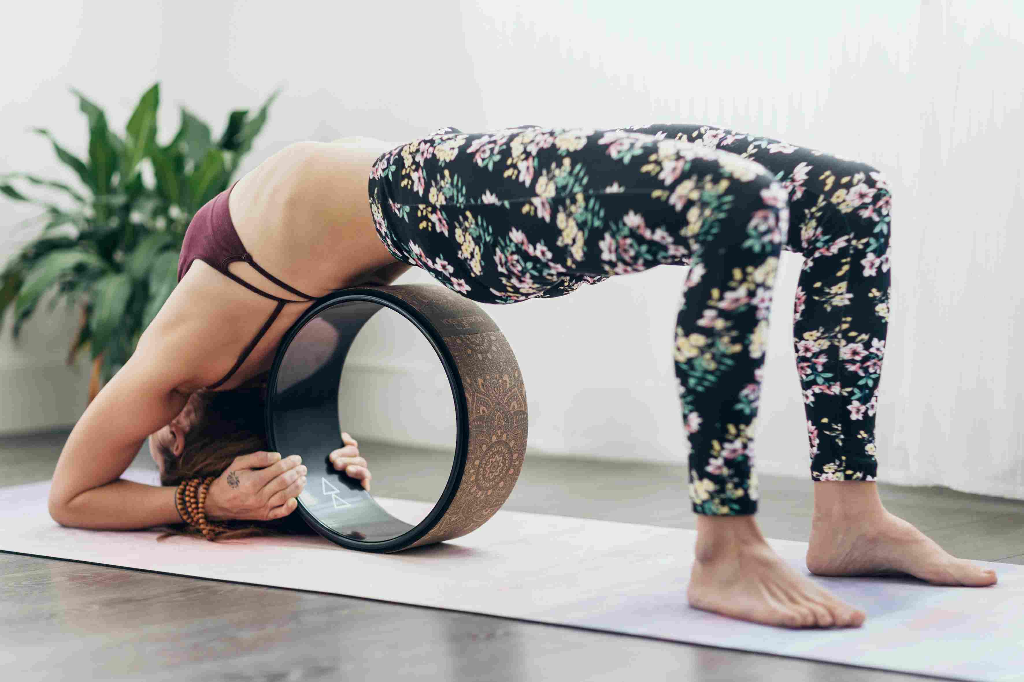 imagen 1 de backbend de rueda de yoga