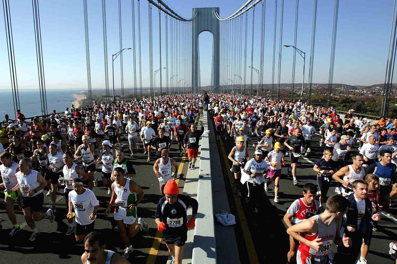 Los corredores compiten en el Maratón de la ciudad de Nueva York.