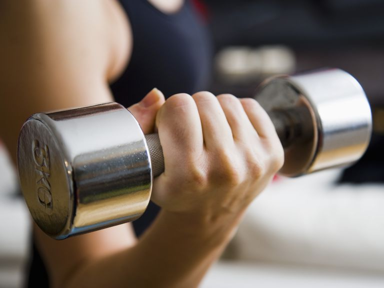 woman lifting dumbbell