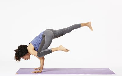how to do eight angle pose astavakrasana