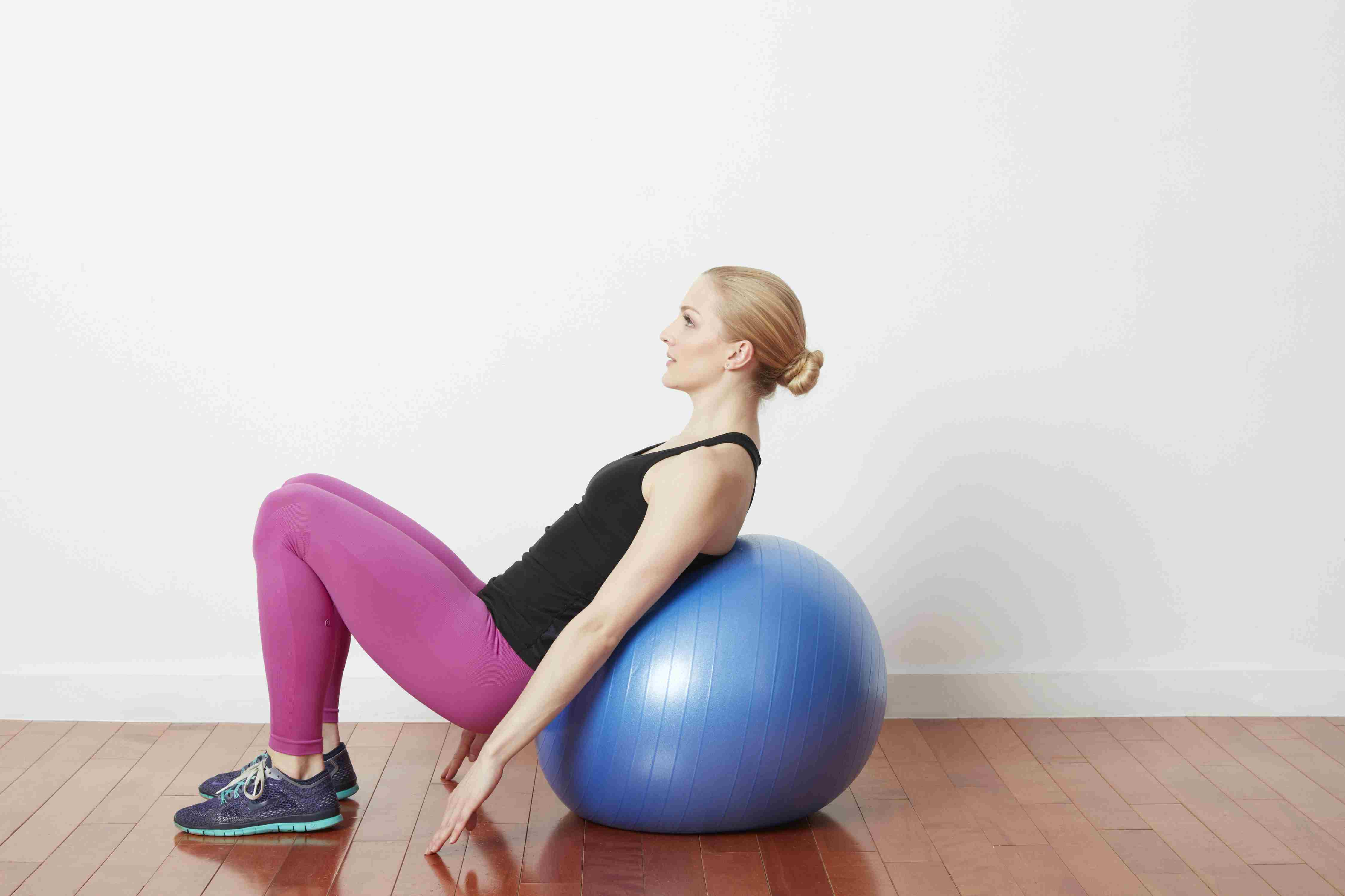 Leg press with ball