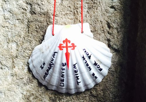 Memorial Shell para Camino Walker Denise Thiem