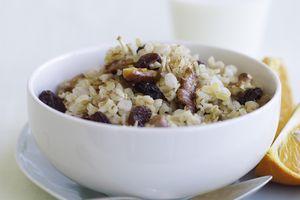Oatmeal with raisins, honey and walnuts