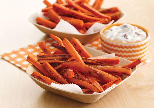 papas fritas y salsa de zanahoria