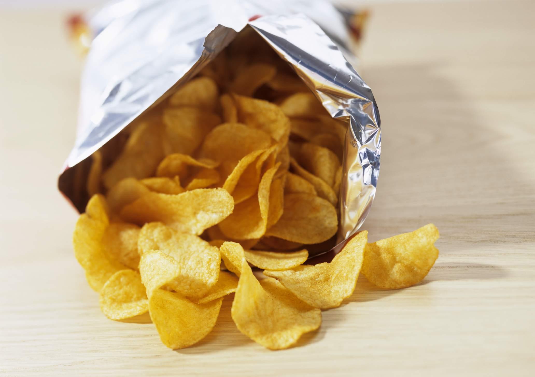 bolsa abierta de patatas fritas