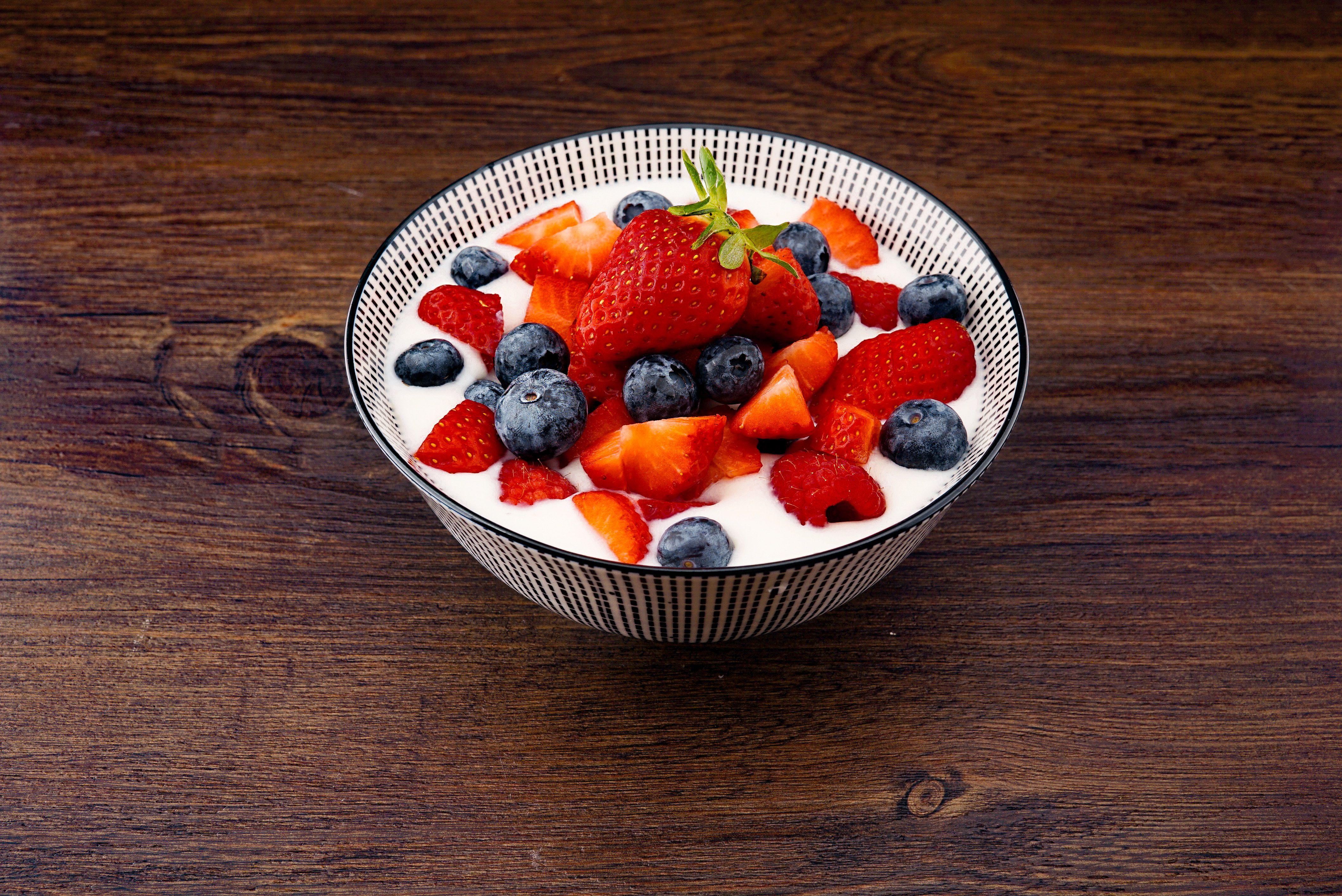 yogurt-fruit-healthy-fats