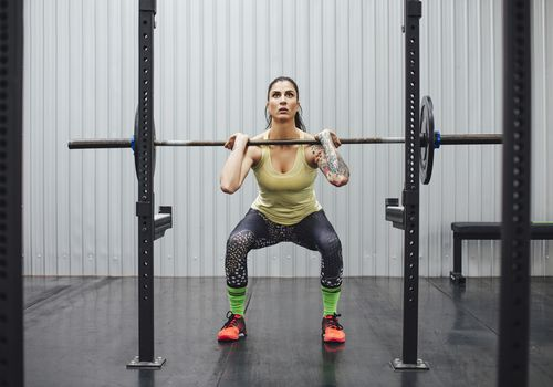 Woman doing rack pulls at the gym