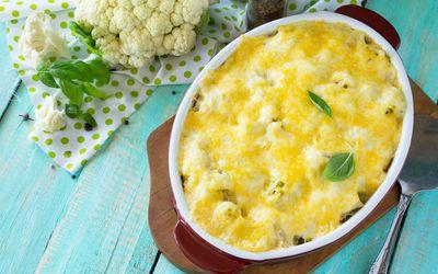 Cauliflower gratin in a ceramic dish