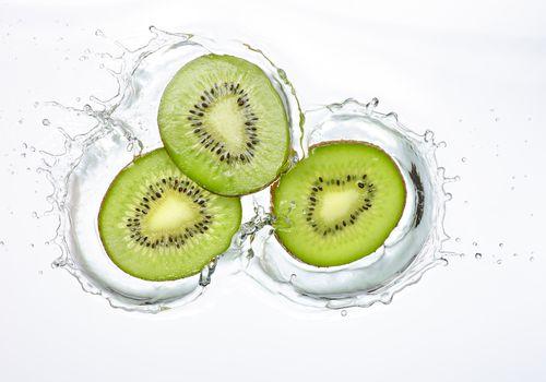 Splash de rodajas de kiwi
